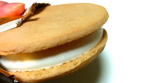 木苺のレアチーズケーキサンドアイス (2)