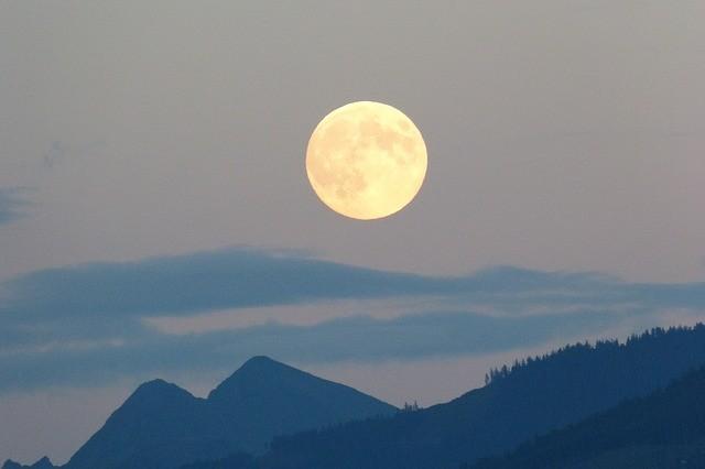 月が綺麗ですね意味