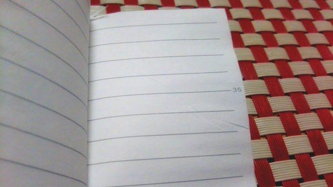 紙を挟んで乾かす