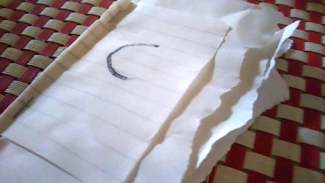 紙を入れて乾かす